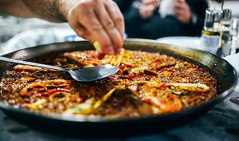 Pinot and Paella Image